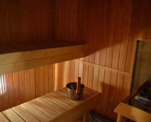 Alumisel korrusel naiste riietusruumis on saun